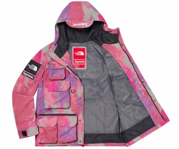 The North Face Men's Outwear 367