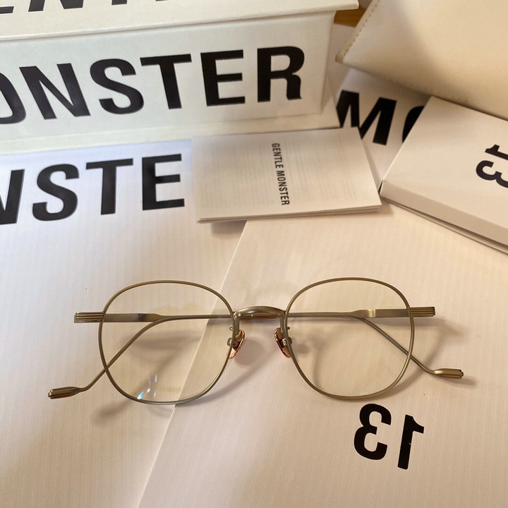 Gentle Monster Sunglasses 240