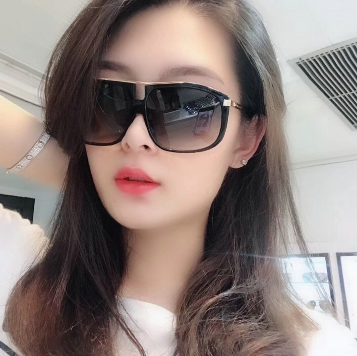 Marc Jacobs Sunglasses 135